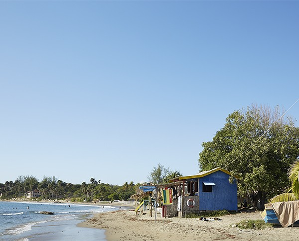 Treasure Beach (The community): Frenchman's Cove Beach